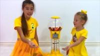 小女孩和姐姐赚零花钱,买彩色糖果!