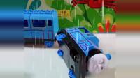 宝宝喜欢玩玩具:托马斯的车轱辘找不到了