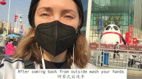 老外在中国:俄罗斯妹子在中国,疫情好转后首出门,街上人越来越多了!