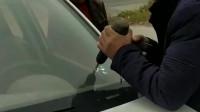 为了打开车门,特意用电钻在反光镜上面钻了一个洞,结果还是没有开!
