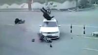 电动车女子停在马路中间,突然祸从天降,生前最后画面被拍下!