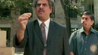 三傻大闹宝莱坞:校长炫耀手中的太空笔,却被新生提的问题难住了,瞬间懵了