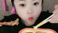 萌姐试吃:自热火锅,蔬菜干,看起来好好吃呀!