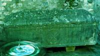 法国千年石棺流水之谜,滴出的水像泉水一样清澈