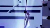 中国达人秀:别人跳钢管舞穿的少,他穿西服跳,厉害了!