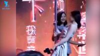 刘亦菲江一燕互飚钢管舞,神仙姐姐害羞放不开,江一燕舞姿妖娆超惊艳