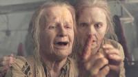 八旬老妇想嫁国王,为了蒙混过关,竟用胶水粘住了松弛的皮肤!