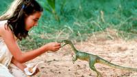 人类抓走小霸王龙,结果招来霸王龙父母的复仇,一部恐龙科幻电影