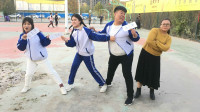 学霸王小九:班级撕名牌大战,没想男同学被全班女同学合伙套路!过程太逗了