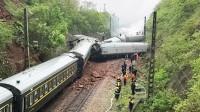 郴州列车撞塌方体脱轨侧翻,逃生乘客讲述生死一幕:钢筋穿过裤子
