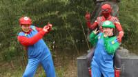 奥特曼真人版:马里奥和蜘蛛侠的雕像合影,没想到雕像活了过来