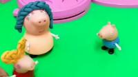 佩奇和猪妈妈都做了发型,乔治不开心,猪妈妈没有带乔治做发型
