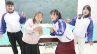 """老师和学生玩""""唱歌吹面粉"""",一边唱歌一边吹面粉,过程太逗了"""
