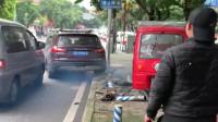 江苏一辆小车遇到执法人员,有车牌能跑得掉吗?三轮车:我做错了什么?