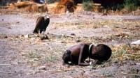 """闻名世界的""""秃鹫和小女孩"""",26年过去,女孩最终怎么样了?"""