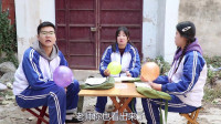 田田的童年搞笑短剧:伙伴比赛吹气球,没想如花老师要求戴上扩口器吹,场面也太欢乐了