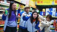 学生超市买饮料,在饮料瓶上加了一笔,饮料全部免费喝