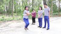田田的童年搞笑短剧:体育课上玩跳绳,田田不仅会编花跳还会向后跳,花样秀实力!