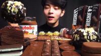 帅小伙吃巧克力大餐,星巴克、费列罗、好时等各种品牌,网友:太馋人了