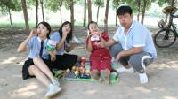 学霸王小九:全班一起户外野餐,没想老师让学生表演节目来分配零食,太有趣了