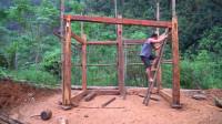 原始技术,赵辉路野外建造卯榫结构的木屋,整体框架结构已经完成
