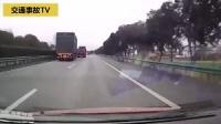 高速路上, 大货车出事故, 被视频车拍下