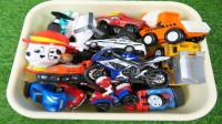 彩色工程车巨轮汽车直升飞机玩具展示