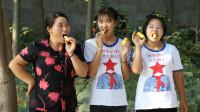 欢欢的童年:搞笑短剧:妈妈买菠萝蜜给姐妹尝鲜,气味怪怪的热带水果真好吃
