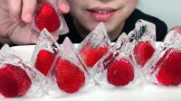 吃冰冻草莓金字塔空心冰,听脆脆的声音与喝水声!