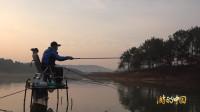 早起的人儿有鱼钓, 早起的鱼儿被人钓
