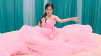 魏新雨演唱《百花香》,歌声甜美,动人心扉!