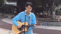 街拍眼镜哥公园吉他弹唱,我就知道这是我超越不了的高手