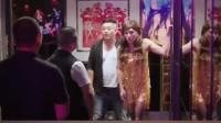 搞笑福利:美女酒吧被灌酒,小伙子路过英雄救美,救回家缺后悔了,看来英雄救美还是要注意流程的-www.nbitc.com,慧之家