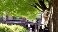 搞笑福利:搞笑锦集:美女爬梯子捡风筝,接下来,尴尬了,路人懵了!-www.nbitc.com,慧之家