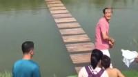 搞笑福利:大哥你是来搞笑的吧!就你这速度,还敢来玩水上漂-www.nbitc.com,慧之家