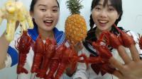 搞笑福利:妹子做龙虾,闺蜜做菠萝炒饭,吃完手套打包虾头做美甲真搞笑-www.nbitc.com,慧之家