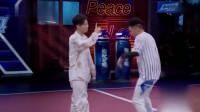 这就是街舞:小宇跟鸭子俩人同台battle,中间换人的画面,俩人高度配合!