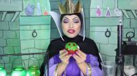 女子化妆打扮成邪恶皇后,秒变老巫婆准备毒苹果送给白雪公主!