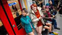荷兰的年轻人有多开放?地铁里逛一圈,真是解放天性了
