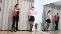 女儿编一个好听的广场舞 和妈妈跳的很开心