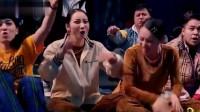 这!就是街舞:小白为了证明自己是最牛的,简单秀几个动作,全场都拍烂手掌!