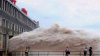 三峡泄洪时,为什么要把水喷向空中?看完给设计师的脑洞跪了!