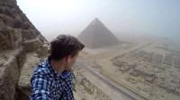 为什么禁止游客爬金字塔?老外作死爬到达顶端后,后悔已来不及了