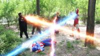 奥特曼真人版:全民英雄找到怪兽,夺能量石救美国队长,1V3全胜