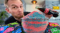 500包跳跳糖遇上可乐会发生啥?老外大胆一试,结果让人意外!
