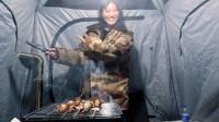 自驾床车进藏,高原天黑后太冷了,赶紧躲帐篷,点燃炉子烤肉取暖