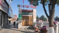甘肃庆阳市西峰区唯一的地下商业街在闹市区,里面货美价廉,兼顾人行通道,太美了!