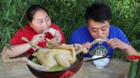胖妹吃肉借口多,4斤老母鸡整一锅,汤鲜味美,手抱着啃,老香了