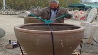 江西景德镇小伙:很传统的手艺人,瓷缸的制作方法,厉害了!