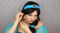 国外女子美妆秀:将自己化妆打扮成了茉莉公主!